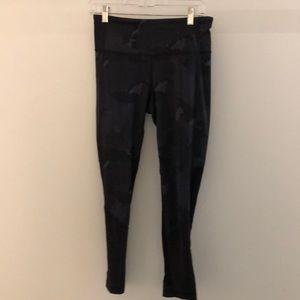 Lululemon gray & black camo legging sz 8 62921